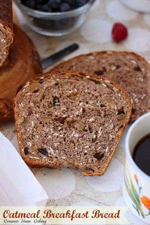 pequeno-almoço pão de aveia a partir Roxanashomebaking.com Embalado com flocos de aveia, nozes e passas para um abastecimento e pequeno-almoço satisfatório