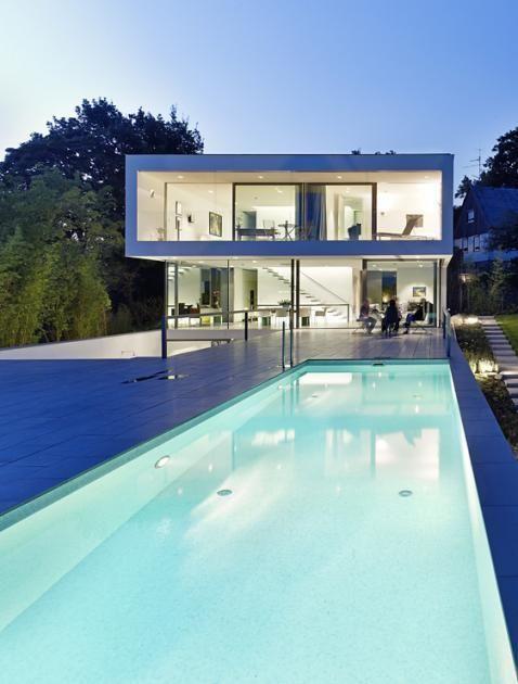 Architektenhäuser: Puristische Villa in Hanglage - [SCHÖNER WOHNEN] ähnliche tolle Projekte und Ideen wie im Bild vorgestellt findest du auch in unserem Magazin