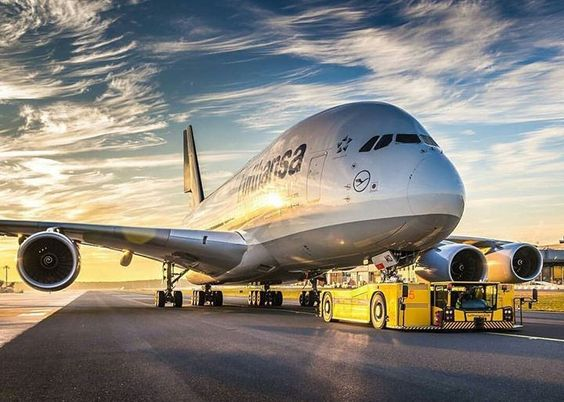 Wow! Lufthansa Airbus A380! By instagr.am/lg_aviationphotography #avgeek