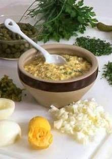 SAUCE GRIBICHE (3 œufs, 1 c à s de moutarde, 40 cl d'huile d'arachide, 4 c à c de vinaigre d'alcool, 50 g de cornichons hachés grossièrement, 50 g de câpres hachés grossièrement, 1 c à s de persil haché, 1 c à s de ciboulette ciselée, 1 c à s de cerfeuil ciselé, 1 branche d'estragon ciselée, sel, poivre) - Accompagne à merveille TETE DE & LANGUE DE VEAU, LANGUE DE BOEUF,  POISSONS & CRUSTACES froids.