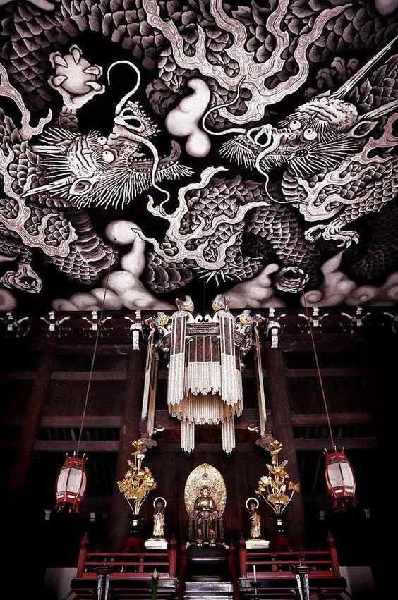 仏閣と天井絵