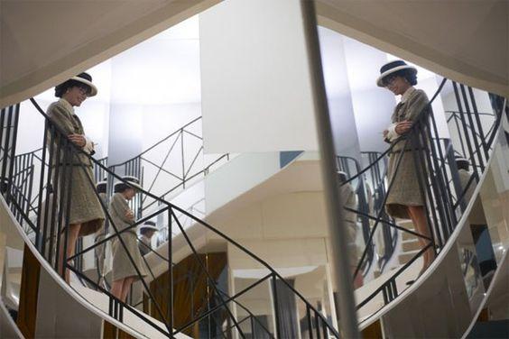 Si intitola The Return, il film che racconta la Regina della Moda, Coco Chanel, attraverso gli occhi di Karl Lagerfeld. Kaiser Karl ha scelto per il film uhttp://www.sfilate.it/213220/geraldine-chaplin-vs-gabrielle-chanel-una-somiglianza-impressionante
