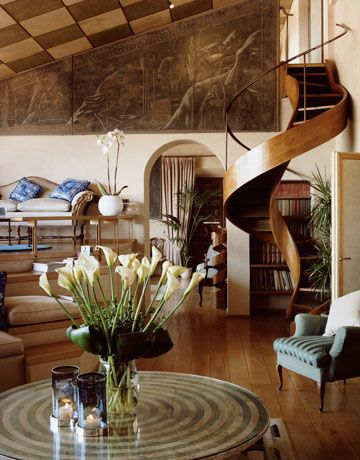 Peter Dundas Florence Home #fashionablelife #interiordesign #homeinspiration #harpersbazaar #decor #livingroom #peterdundas #home #style #chic #staircase