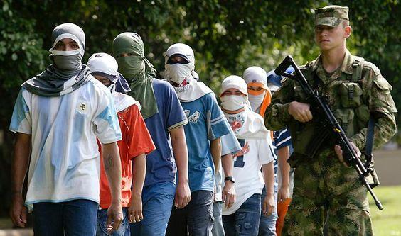 … sehen viele Jugendliche ihre  Zukunft in einer kriminellen Laufbahn - bei paramilitärischen Gruppen. Mit einer Mordrate von 65 liegt Cali auf Platz 9.
