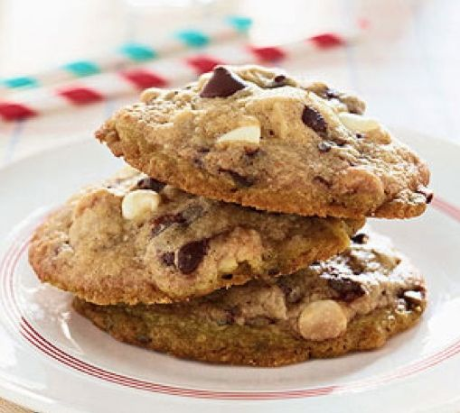 """Michelle Obama's White and Dark Chocolate Chip Cookies: """"Every evening, Barack and I sit down for a family dinner with good conversation and healthy food,"""" Mrs. Obama wrote. """"If we want to splurge, these White and Dark Chocolate Chip Cookies, created by the girls' godmother, are the perfect special treat.""""  via obamafoodorama.blogspot.com #Cookies #Chocolate_Chip #Michelle_Obama"""