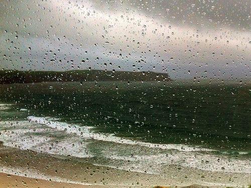 Qué llueva, qué llueva. Playa de Los Locos. Suances. Catabria. España. Spain. © Laura Junquera