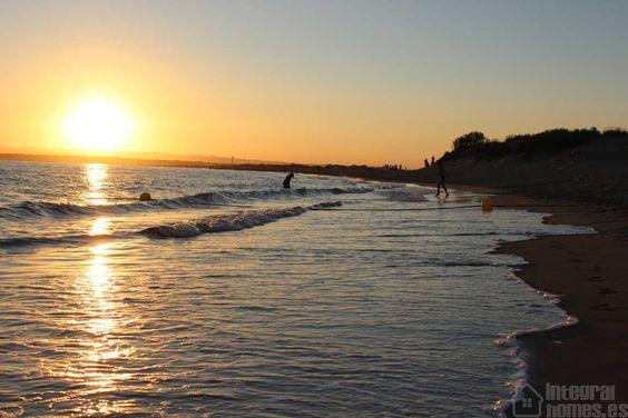 En este ambiente es normal que te resistas a salir del agua #ayamonte=puestasdesol
