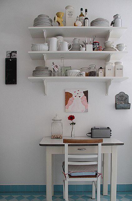 essen in der küche...like all the white + dishware
