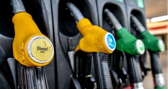 Le prix du gazole vendu dans les stations-service en France est passé sous le seuil symbolique d'un ...