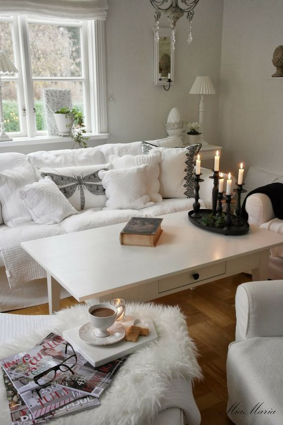Shabby Chic modern white living room sitting area: