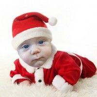 Si ya quiere ver a su bebe o niño que gatea con el disfraz de papa noel puesto y listo para la foto como en un foto estudio este montaje infantil le encantara, es sencillo, rápido muy bonito y lleno de regalos para navidad como nuestro príncipe o princesa lo merecen. ...