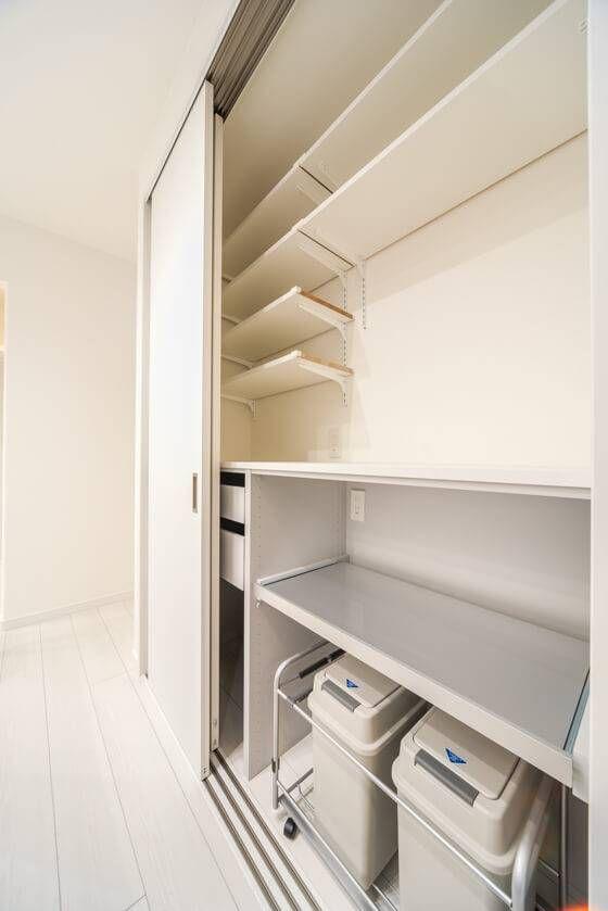 カップボード ユニモ2の収納ユニットと3枚連動の引き戸のコンビ 収納 ユニット キッチン 壁 収納 カップボード