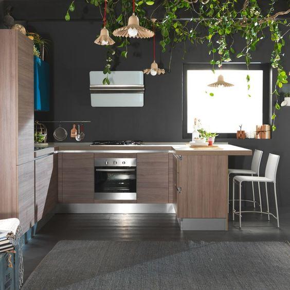 Cuci #04 3.500€ indubbiamente un gusto giovane per questa cucina ...