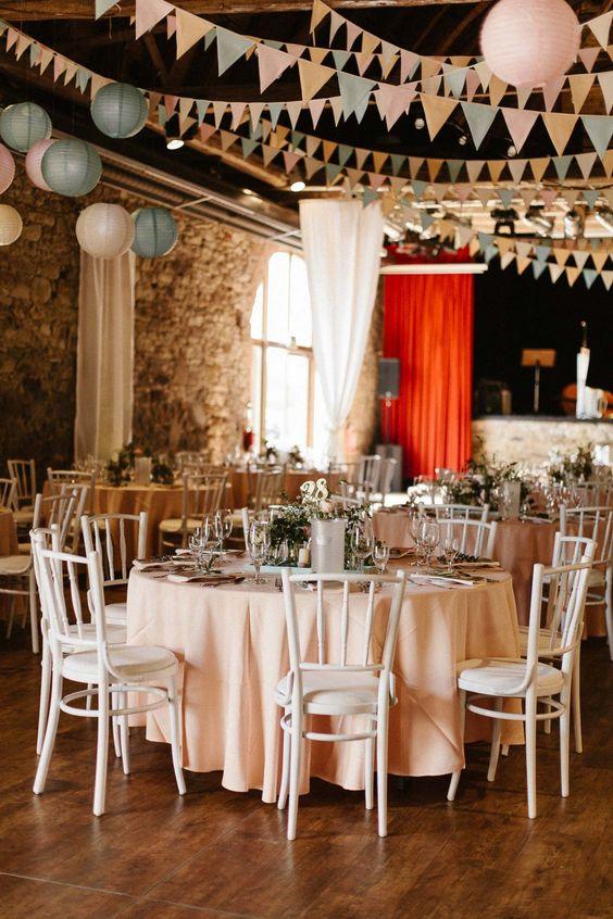 Natalie & Julian: Romantische Vintage-Hochzeit in Pastell KEVIN KLEIN http://www.hochzeitswahn.de/inspirationen/natalie-julian-romantische-vintage-hochzeit-in-pastell/ #wedding #vintage #decor
