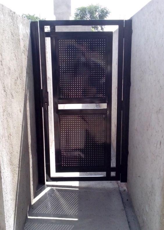 Puerta de caño estructural y chapa micro perforada - Weld door minimalist iron