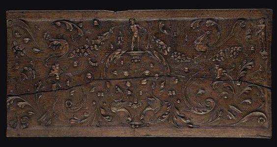 Salle des Bois sculptés. Un PANNEAU figurant un DECOR D'ARABESQUES (E.Cl.21306)  près de l'Arbre de Jessé.