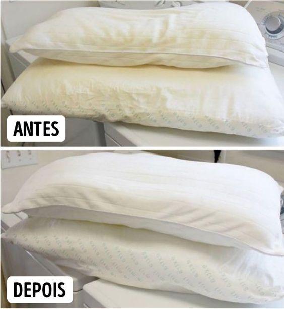 Capas de almofadas e travesseiros: Misture 1 copo de detergente, 1 copo de branqueador, ½ copo de borax e água quente e deixe de molho.