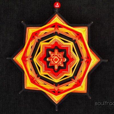 Ojo de Dios, Mandala inspirado en la naturaleza, considerado foco energético de protección y sanación que al colgarlo en el hogar, brinda armonía y claridad, creando un espacio de energía positiva.