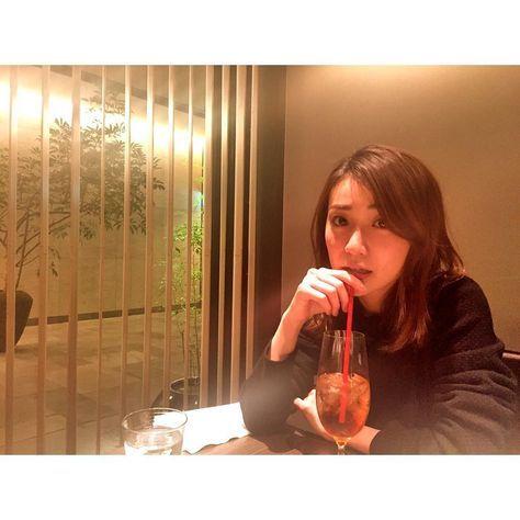 ドリンク飲む大島優子