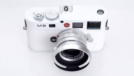 Apple design chief Jonathan Ive has agreed to create a limited single-edition version of the new Leica M camera