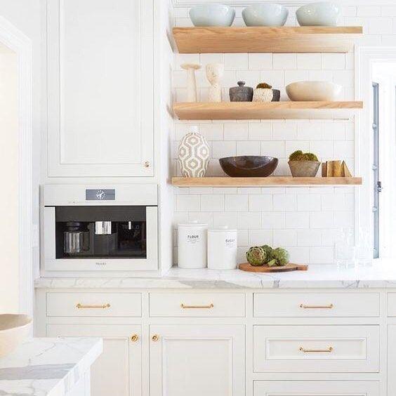 Bom Dia Branco Madeira Na Cozinha Organizesemfrescuras Decor Decoracao Cozinha Kitchen Tuscan Kitchen Kitchen Cabinets Decor Kitchen Cabinet Design