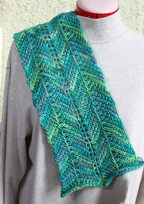 Ravelry: tunecina patrón de ondulación de la bufanda por Elisa Purnell