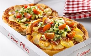 Pilfingerpizzaer Tag børnene med i køkkenet og lad dem lave pizza i børnestørrelse med deres yndlingsfyld.
