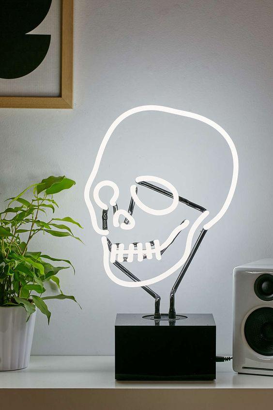 Neon Table Light: Neon Mfg. Neon Skull Table Lamp