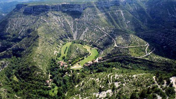 Самые красивые ландшафты Франции, Cirque de Navacelles, Самые красивые места во Франции, природа, ущелья, виноградники, скалы, долины, куда стоит поехать во франции, лучшие места, зрелищные места Франции, Франция, города Франции, природа Франции, путеводитель по Франции, достопримечательности Франции