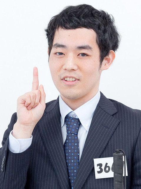 人差し指を立ててる濱田祐太郎さん
