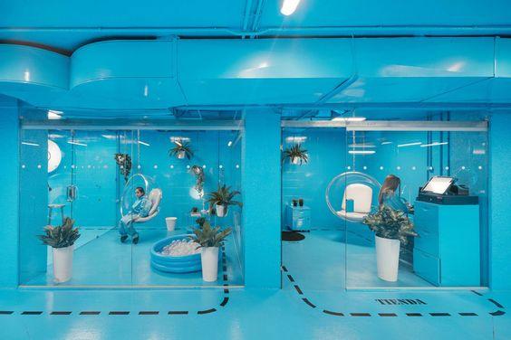 La remodelación de un lavacoches convierte el arte de limpiar y lavar un coche en un placer para los sentidos. Diseño para emocionar!  #interiorismo #arquitectura #diseño #coches
