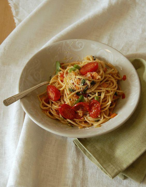 Technicolor Kitchen: Espaguete integral com molho de legumes - comida com sugestão do marido
