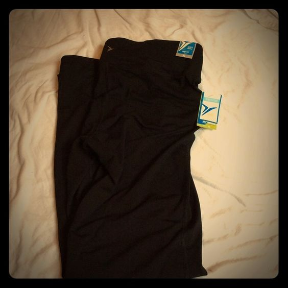 Old Navy Always Moving Yoga Pants. NWT. Old Navy Always Moving Yoga Pants. NWT.   Make me an offer. No trades. MS15 Old Navy Pants Leggings