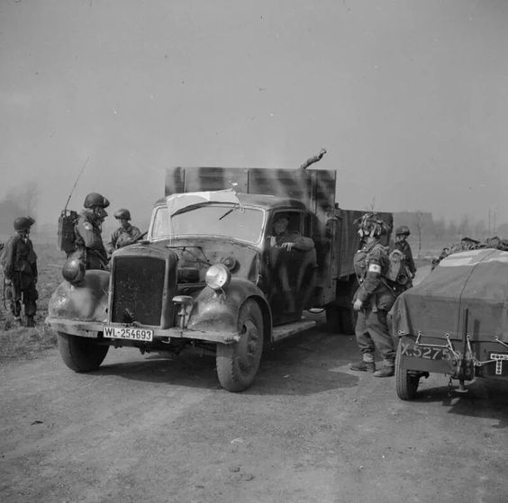 Airborne troops with a requistioned German truck during the landings east of the Rhine, 25 March 1945.