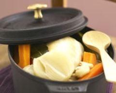 Poule au pot et riz long : http://www.cuisineaz.com/recettes/poule-au-pot-et-riz-long-54790.aspx