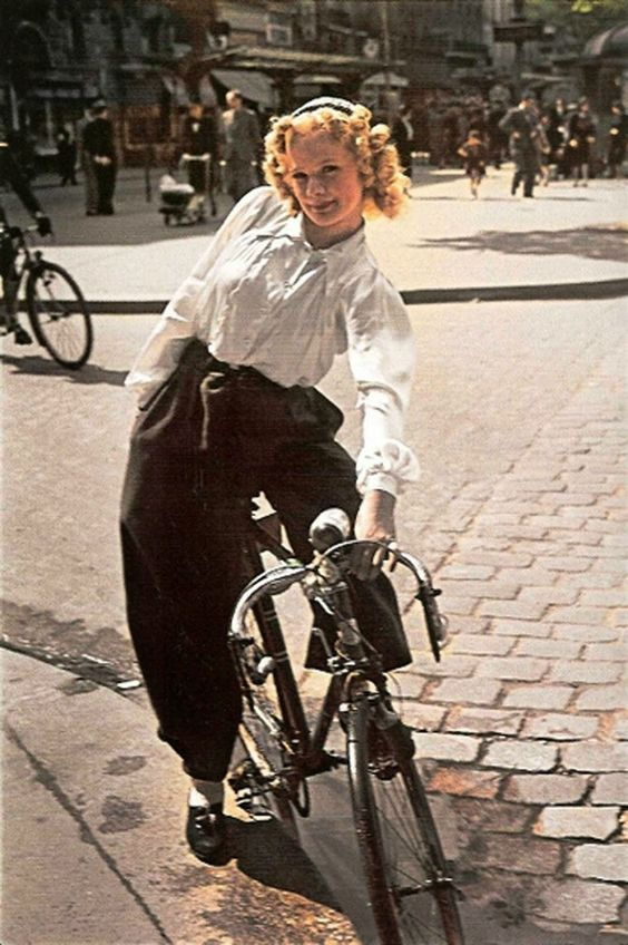 Parisian Women from between 1930s and 1940s (5)