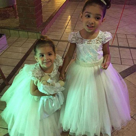 Boa dia com princesas, um sábado cheio de graças à todos!!!! #amooquefaço #encantarosolhos #alegriadeviver #damascasadehonra #damasdehonra #pajemcasadehonra #pajem #daminhas #damamoça #princesas #principe