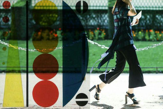 #streetstyle da @agfotosite e as formas e cores de #AugusteHerbin  Mais no jussararomao.tumblr.com