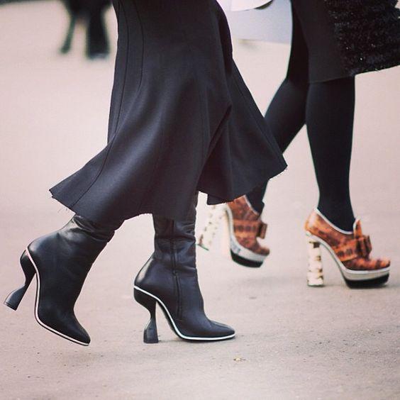 #live on #le21eme by #adamkatzsinding •   www.Le-21eme.com •   #elizabethcabral @elizabethcabral in #paris #france during #pfw #fw13 #fashionweek #wearing #balenciaga #shoes with #miumiu #heels in the background #street #style #streetstyle #fashion  (à www.Le-21eme.com)