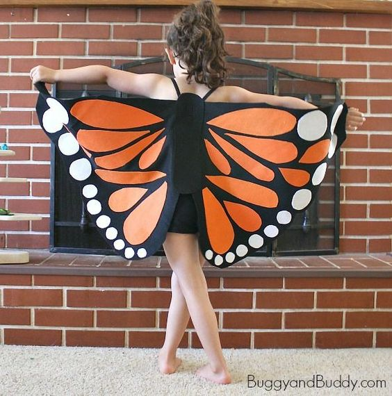 Beautiful DIY Monarch butterfly Halloween costume for kids - easy to make and so effective!
