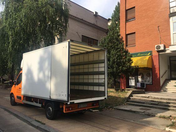 kamion za selidbe tovarni prostor