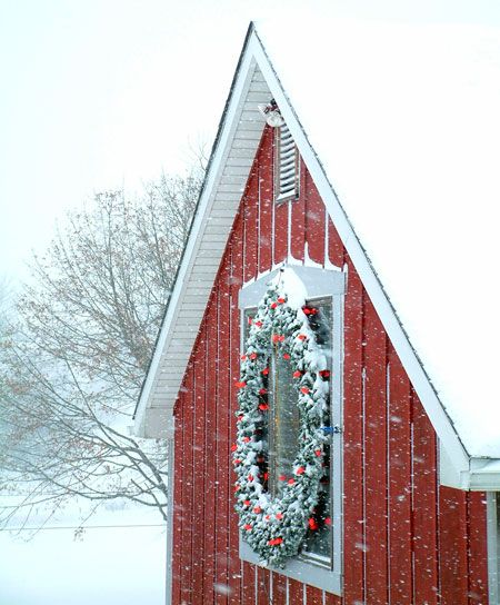 a little barn in winter...need some land first (room for the bees, ponies, chickens, cat, and pups)