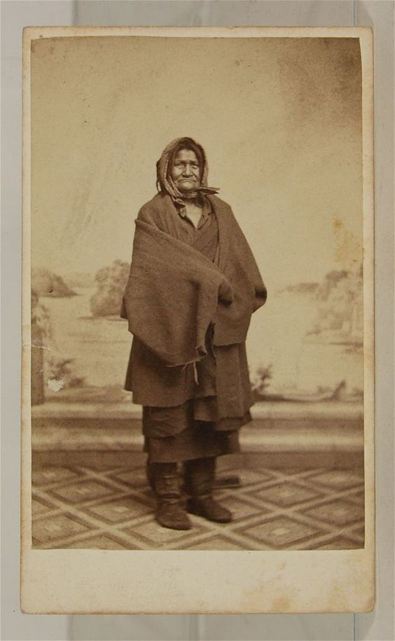 """1860's Native American M'dewakontonwan Sioux Indian CDV of Aza-ya-man-ka-wan (""""Berry Picker"""" - also known as """"Old Bets"""") by Joel E. Whitney. A full blooded Sioux of the M'dewakontonwan tribe, her Sioux name was """"Aza-ya-man-ka-wan"""" (""""Berry Picker""""). She was born near Mendota in 1788, and at the time of her death was only 85 years old, although she was purported to be 100 to 120 years old. She was married to """"Ma-za-sa-gia"""" (""""Iron Sword"""") who died a few years later at Mendota."""