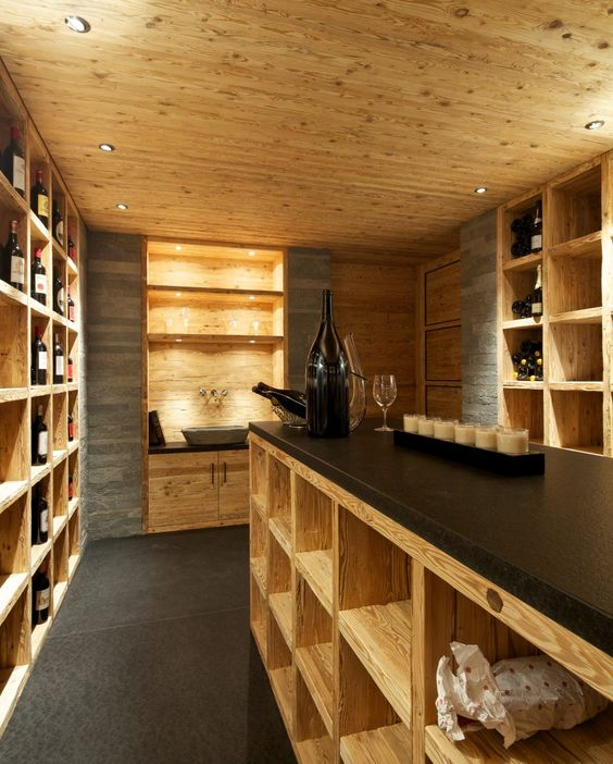 Design weinkeller  Weinkeller Design mit Naturstein und Altholz   Weinregal ...