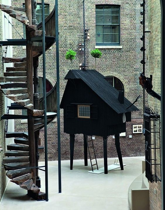 Big Ideas, Small Buildings: Some of Architecture's Best, Tiny Projects,Terunobu Fujimori, Beetle's House, Victoria & Albert Museum, London, UK. Image Courtesy of Victoria and Albert Museum, London/TASCHEN