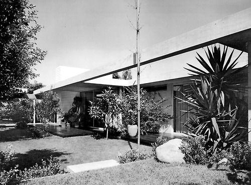 Vista desde al jardin posterior, Casa Davis, calle de la Brisas 253, Jardines del Pedregal, México DF 1958 Arq. Antonio Attolini Lack View from the rear garden, Casa Davis, Pedregal, Mexico City 1958
