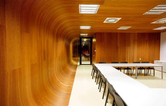 Decorar paredes con paneles de madera y revestimientos de madera 01
