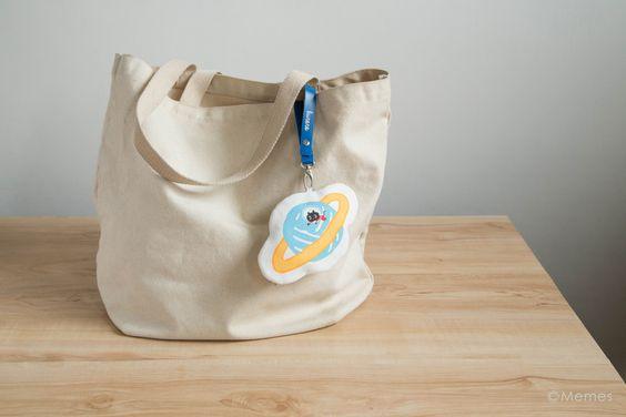 「エコバッグ - クロロ 」 携帯に便利な銀河モチーフエコバッグ、折りたたんだら、土星・ミドちゃんの収納ポーチに入れて、外出バッグに取り付けたらみんなの注目。   #kuroro #黑貓 #貓 #クロロ #黒猫 #猫 #エコバッグ #購物袋 #星空 #bag