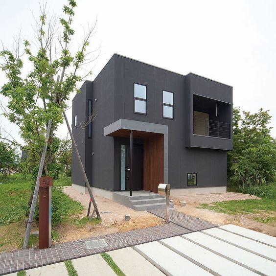 szürke színű modern épület