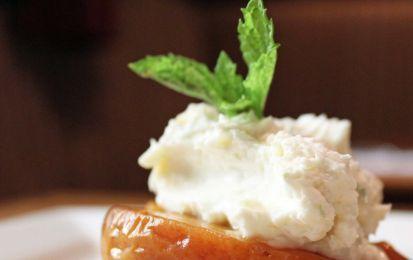 Pesche nettarine caramellate - Le nettarine, o pesche noci, possono diventare la base di un semplice e leggero dessert estivo. Se è troppo leggero potete sempre completarlo con un po' di gelato alla crema, o alla cannella.